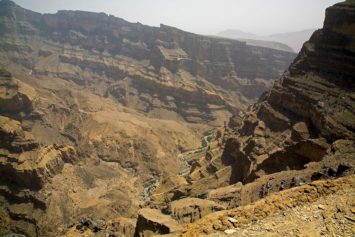 جبل شمس والفالق العظيم Size:392.80 Kb Dim: 1200 x 800