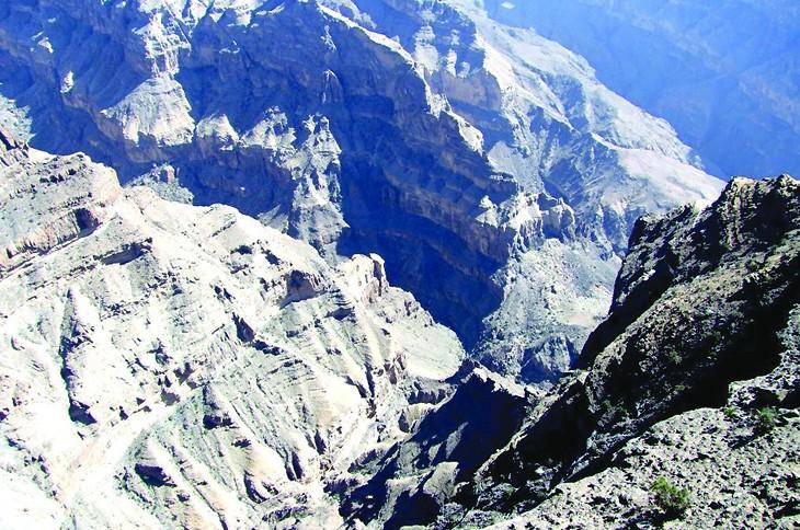 جبل شمس والفالق العظيم Size:177.70 Kb Dim: 730 x 484