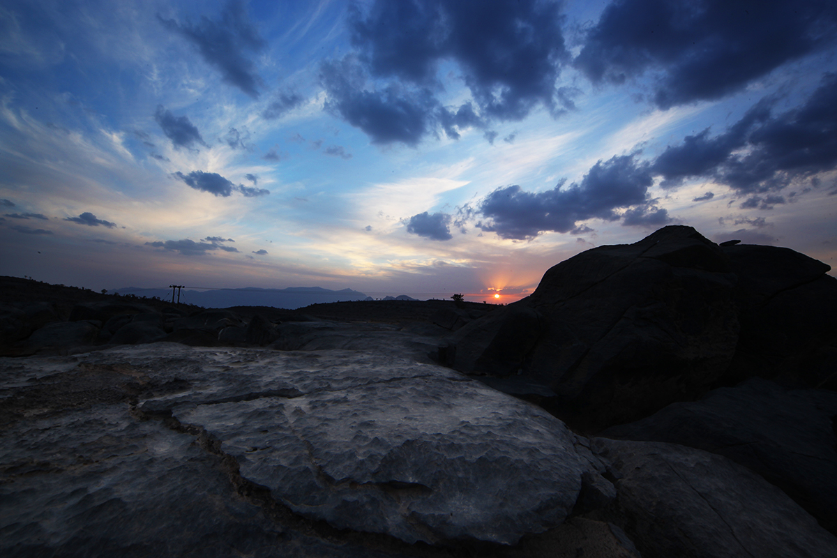 جبل شمس والفالق العظيم Size:595.90 Kb Dim: 1200 x 800