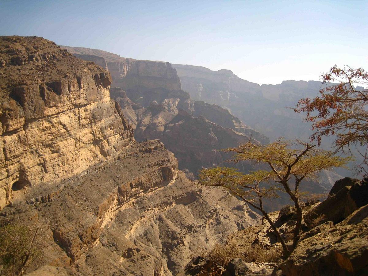 جبل شمس والفالق العظيم Size:471.40 Kb Dim: 1200 x 900