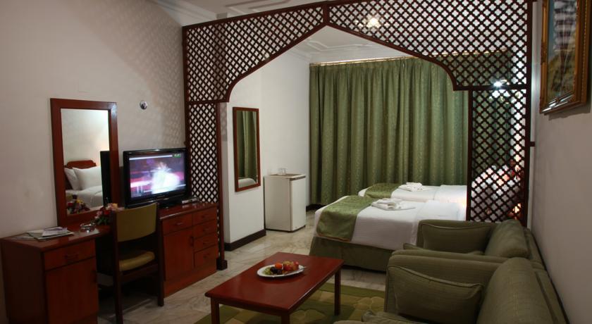فندق بيت الحافة Size:56.60 Kb Dim: 840 x 460