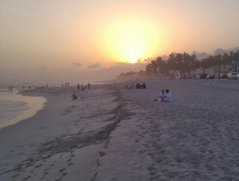 شاطئ الحافة Size:132.40 Kb Dim: 1000 x 757