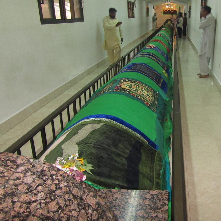 ضريح النبي عمران Size:339.70 Kb Dim: 900 x 900