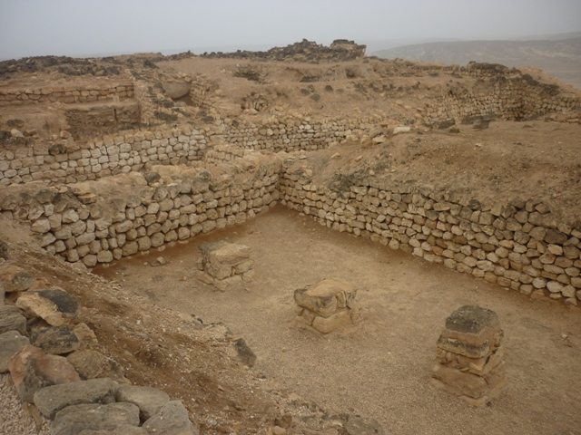 ميناء سمهرم الأثري Size:206.40 Kb Dim: 640 x 480