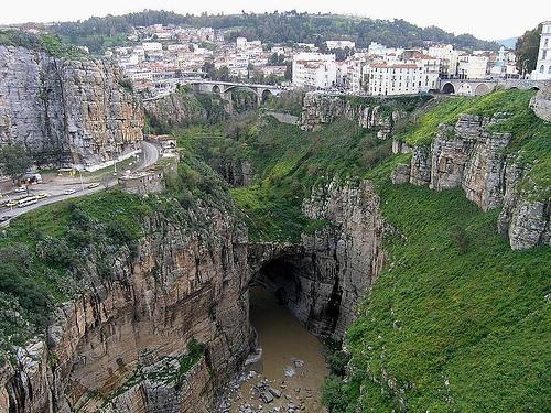 مدينة الجسور المعلقة ..قسنطينة 651_177851_1199543043.jpg