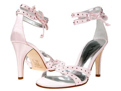 احذية هتعجبكوا جدا قولولى اية رايكم 988_101055_1164315290